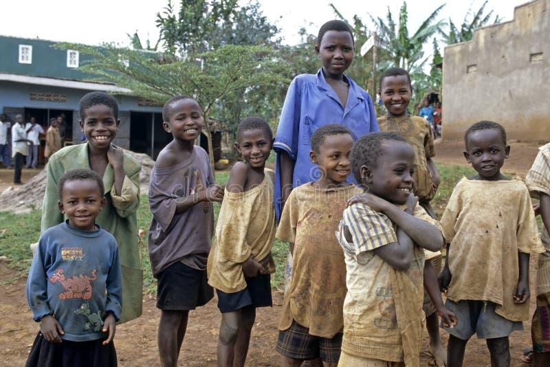 Portrait de groupe des écoliers ougandais photographie stock libre de droits