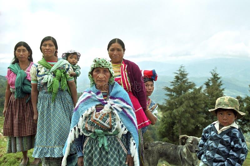 Portrait de groupe des femmes indiennes avec des enfants image libre de droits