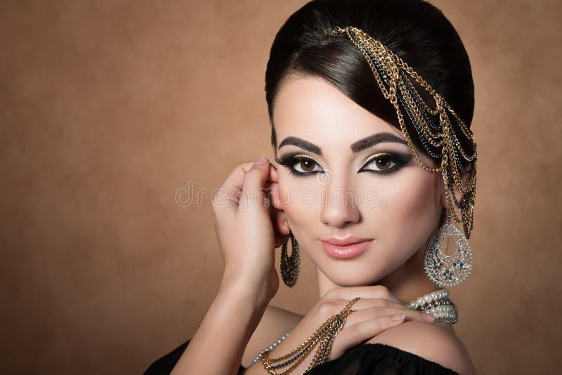 Portrait de jeune belle femme asiatique photographie stock