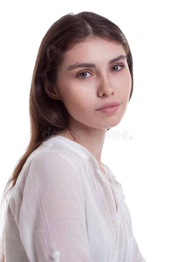 Portrait de jeune belle fille avec des taches de rousseur photo stock