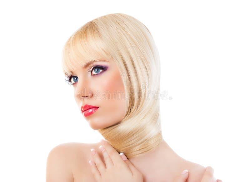 Portrait de fille blonde avec le maquillage pourpre images stock