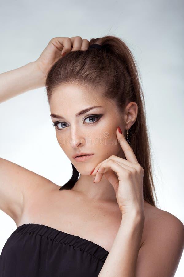 Portrait de jeune belle fille Photo de mode image stock