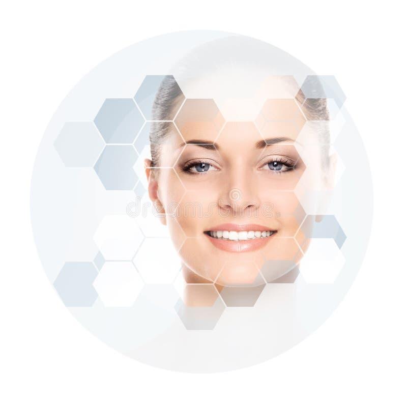 Portrait de jeune, en bonne santé et belle femme Chirurgie plastique, peau se soulevant, station thermale, cosmétiques et concept image libre de droits