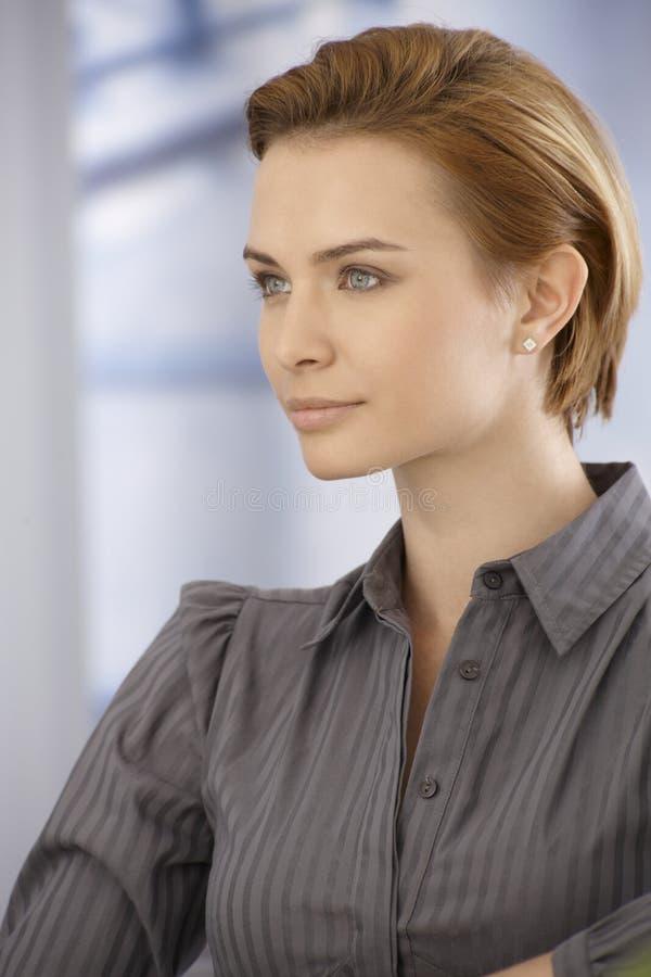 Portrait de jeune femme photographie stock