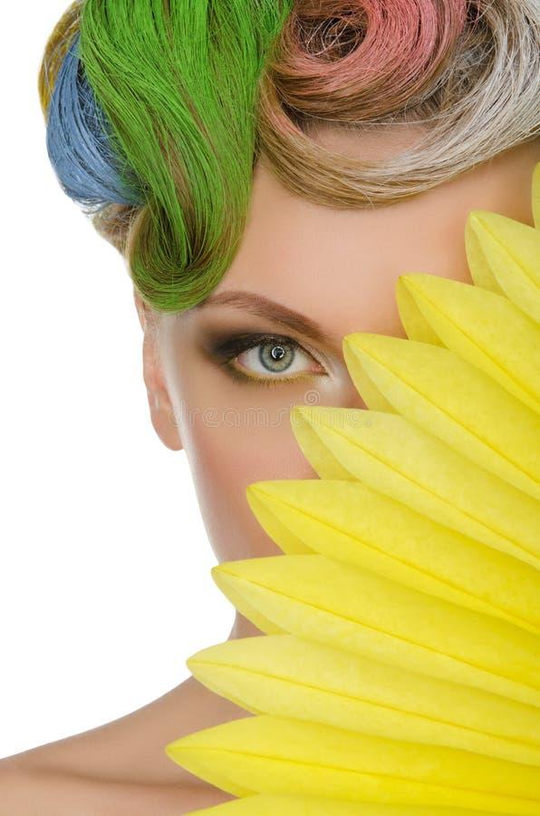 Portrait de jeune femme avec le maquillage coloré photos stock