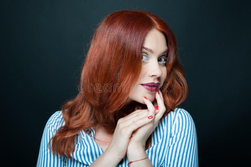 Portrait de jeune femme de beauté avec le maquillage vif photo libre de droits