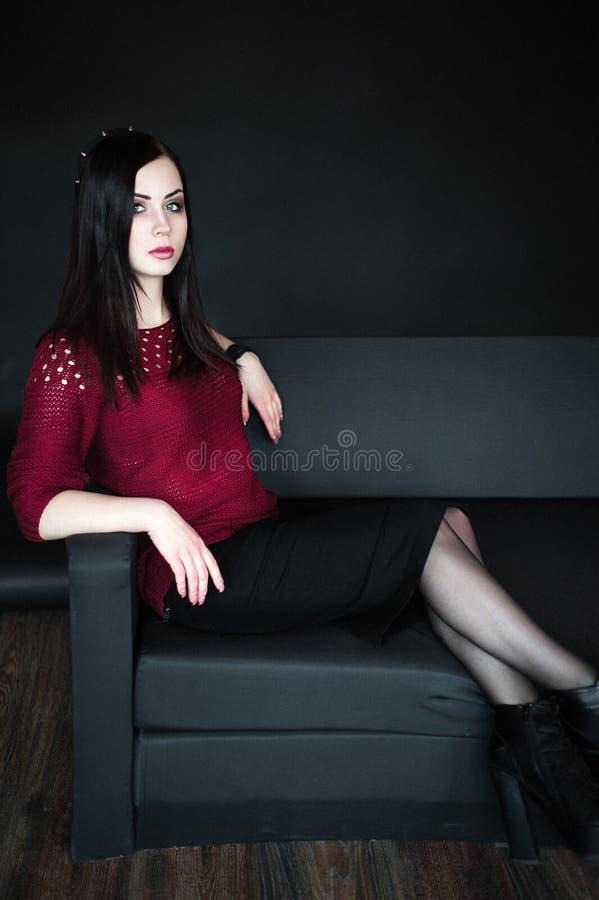 Portrait de jeune femme de brunnete image stock