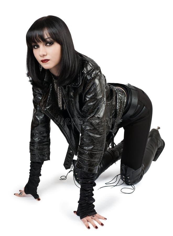 Portrait de jeune femme de goth dans les bottes à lacets photographie stock