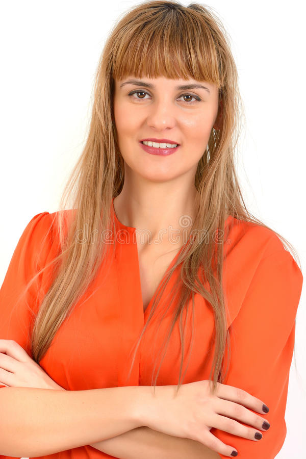 Portrait de jeune femme de sourire gaie, d'isolement au-dessus du Ba blanc photographie stock libre de droits
