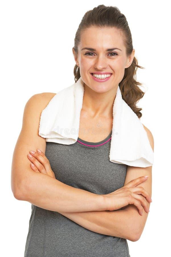 Portrait de jeune femme heureuse de forme physique avec la serviette images stock