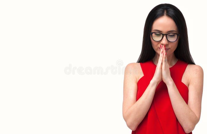 Portrait de jeune femme inquiétée dans des lunettes images libres de droits