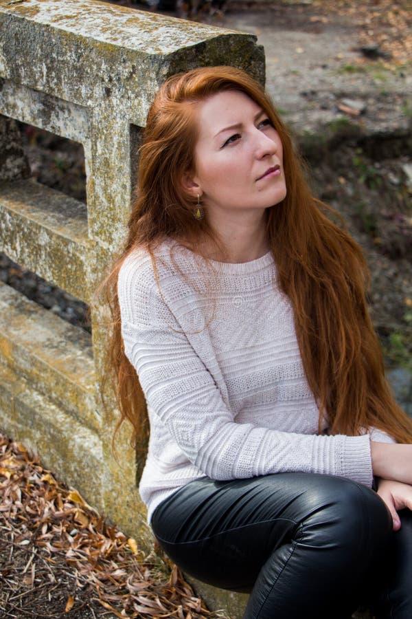 Portrait de jeune femme photo stock