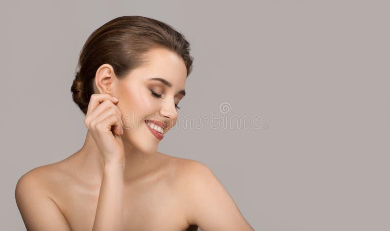 Portrait de jeune femme Peau propre parfaite et beau sourire photo libre de droits