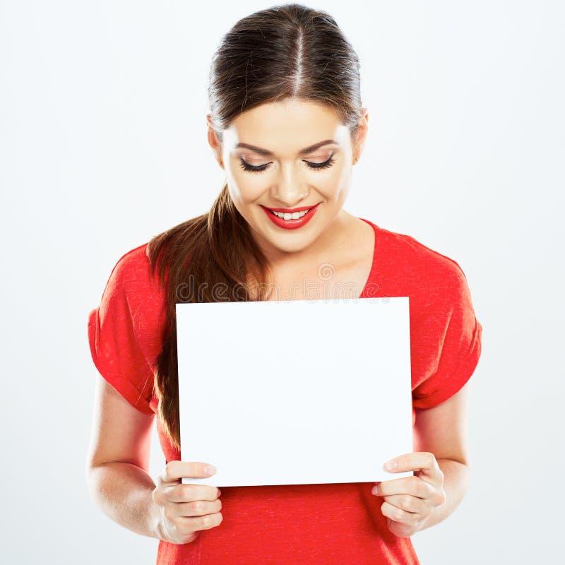 Portrait de jeune femme tenant la carte de signe images libres de droits