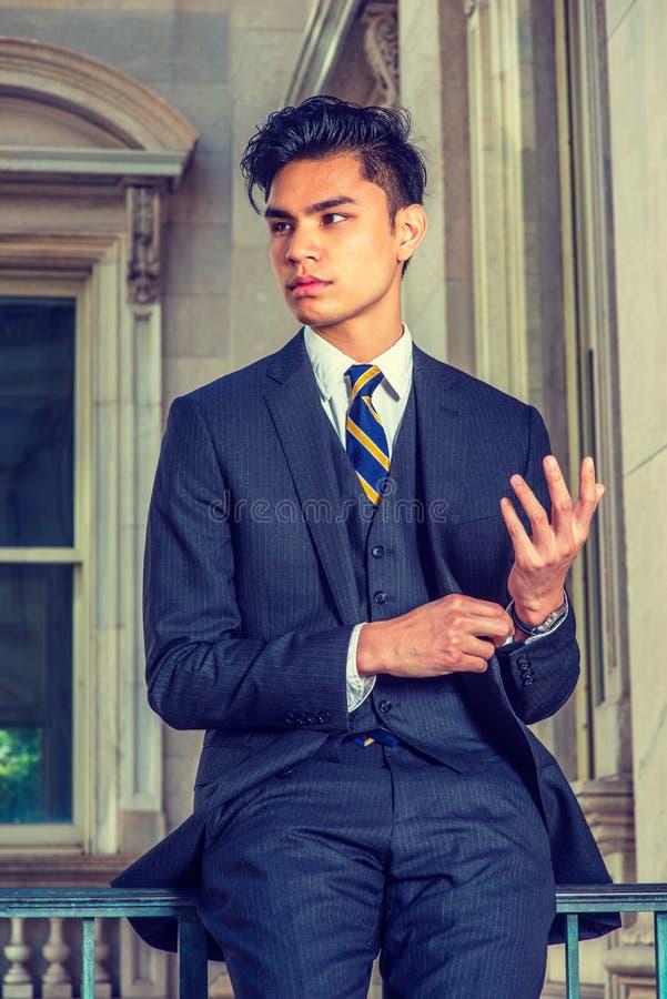 Portrait de jeune homme américain asiatique d'affaires à New York photo libre de droits