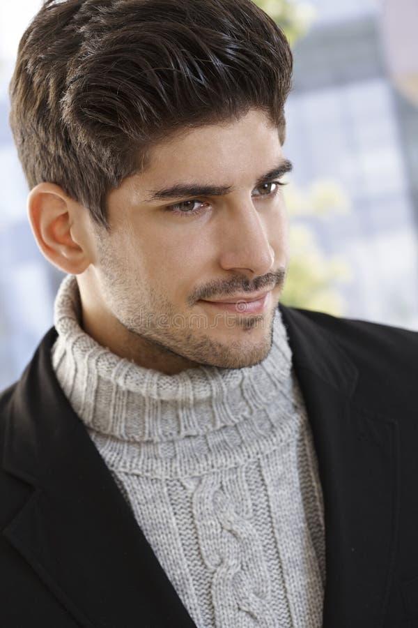 Portrait de jeune homme occasionnel photo stock