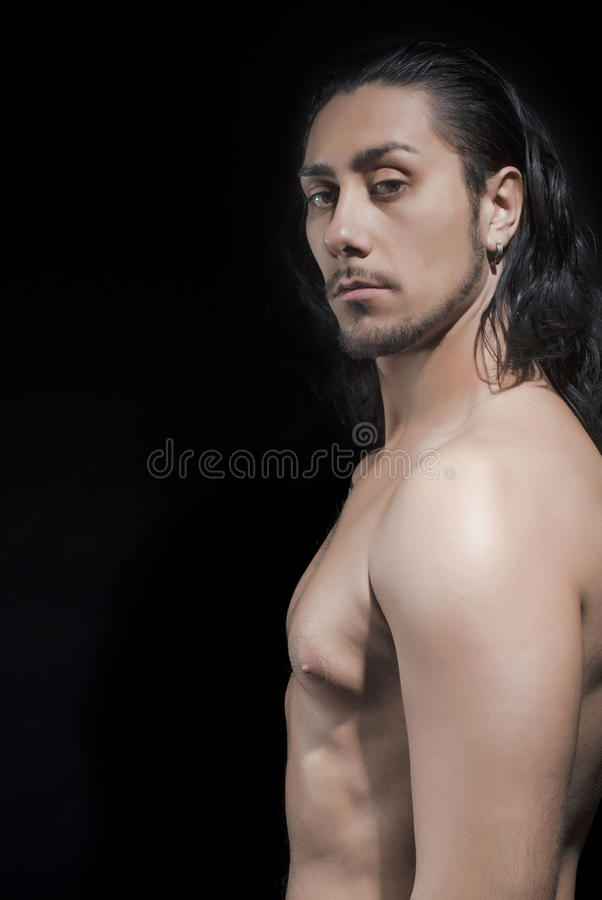 Portrait de jeune homme sans chemise photographie stock