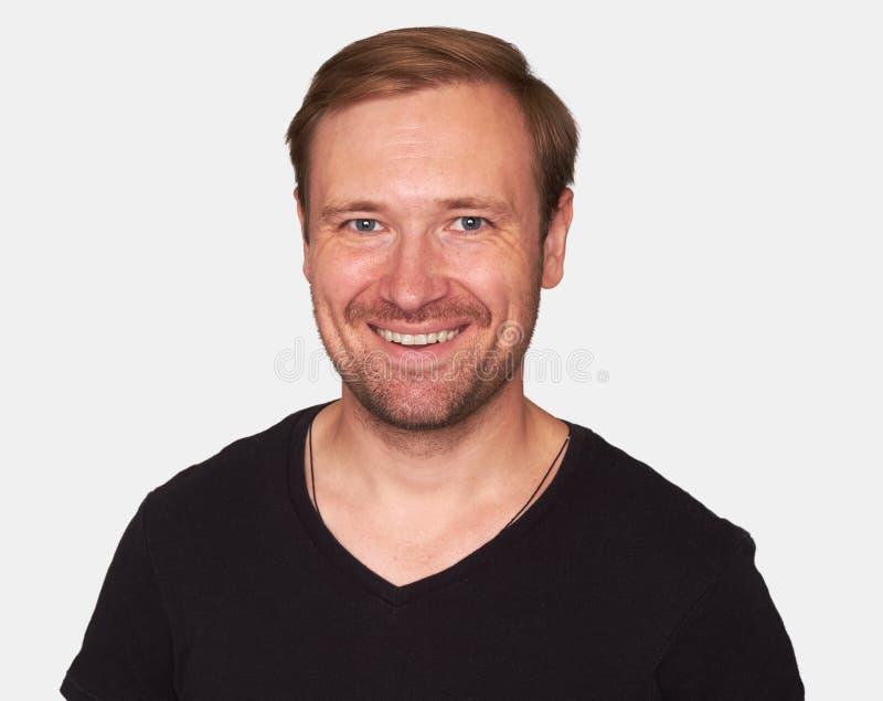 Portrait de jeune homme de sourire avec la barbe photos libres de droits