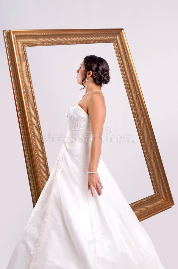 Portrait de jeune mariée photographie stock
