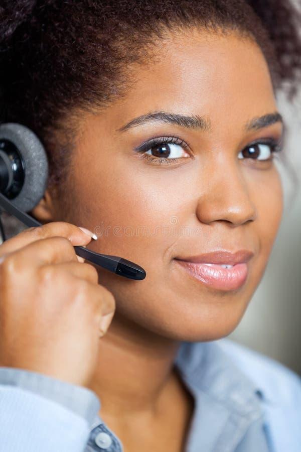 Portrait de jeune service client féminin photo libre de droits