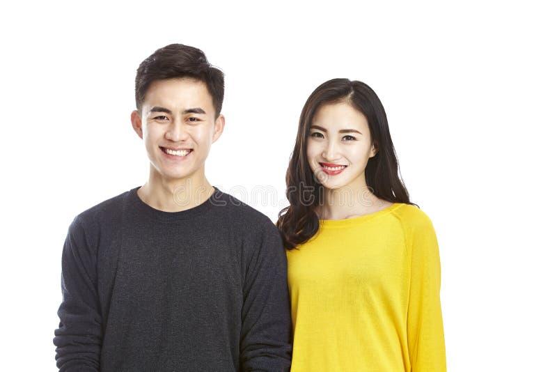 Portrait de jeunes couples asiatiques photo stock