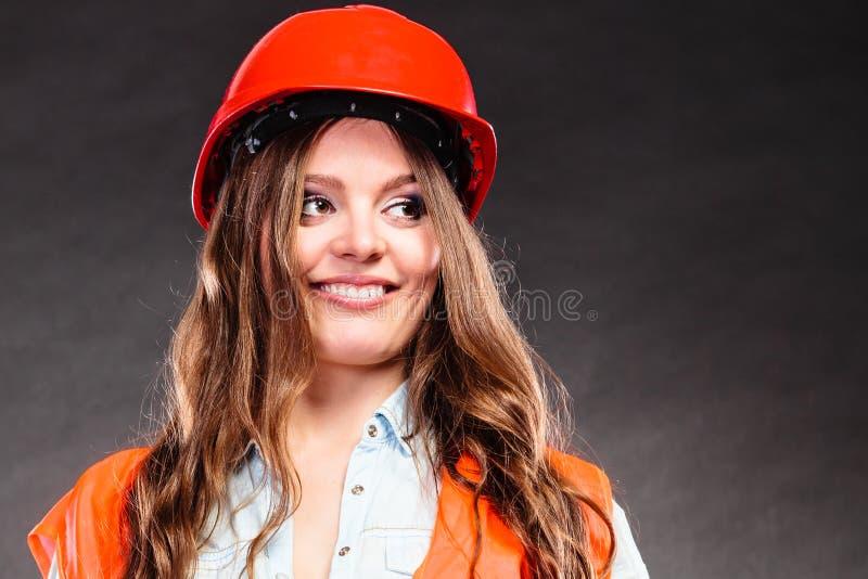 Portrait de joli ingénieur des ponts et chaussées de femme image libre de droits