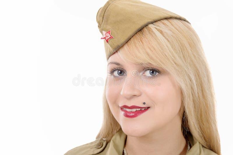 Portrait de jolie jeune femme dans l'uniforme militaire russe, sur W photo stock