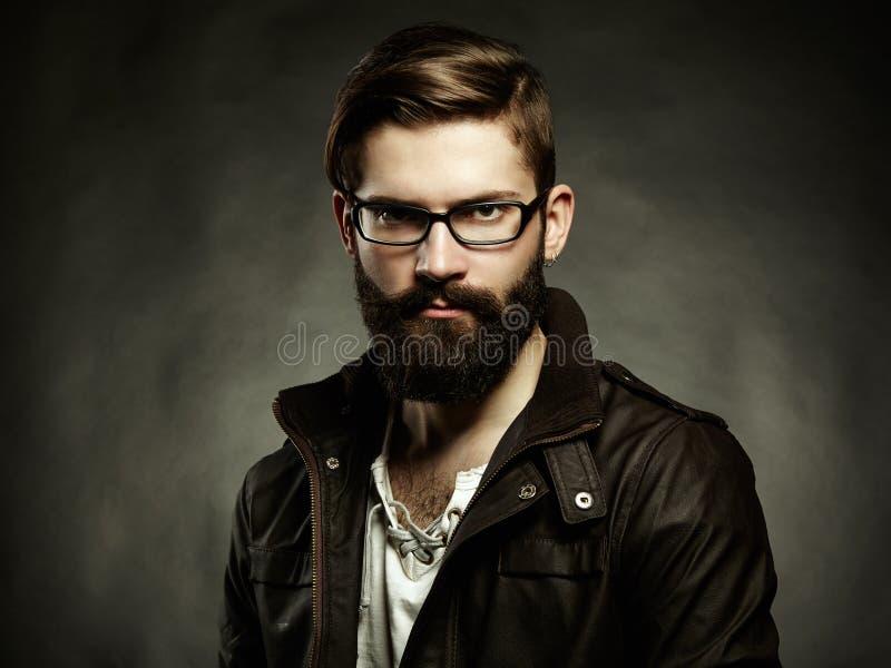 Portrait de l'homme avec les verres et la barbe photographie stock