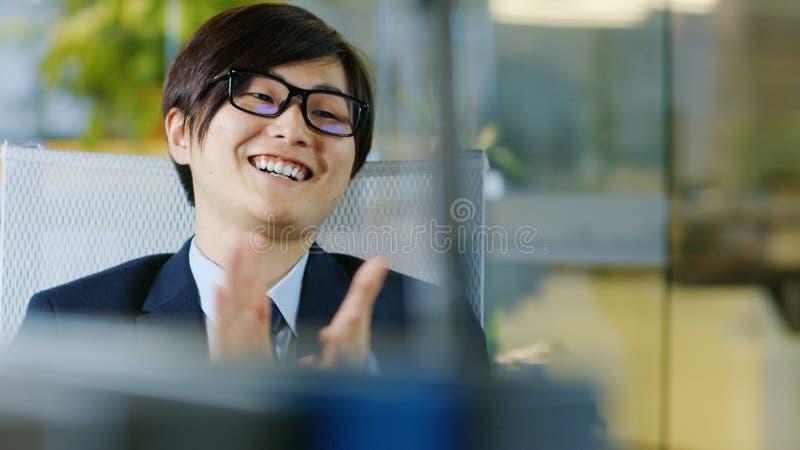 Portrait de l'homme d'affaires japonais Wearing Suit et des verres, S photo libre de droits