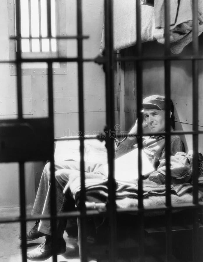 Portrait de l'homme en prison (toutes les personnes représentées ne sont pas plus long vivantes et aucun domaine n'existe Garanti images libres de droits