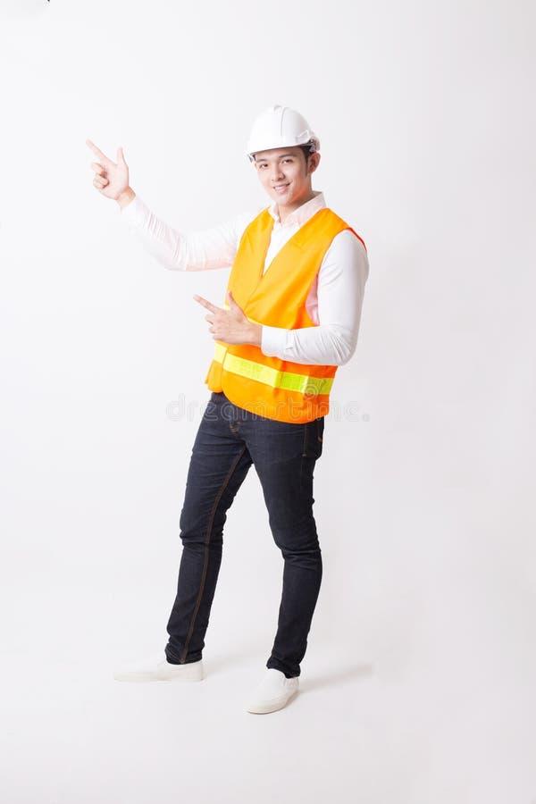 Portrait de l'ingénieur ou de l'architecte asiatique Designer à l'arrière-plan d'isolement avec le signe de geste photos stock