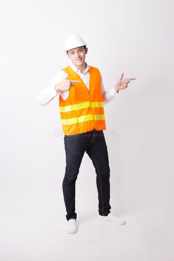 Portrait de l'ingénieur ou de l'architecte asiatique Designer à l'arrière-plan d'isolement avec le signe de geste photo stock