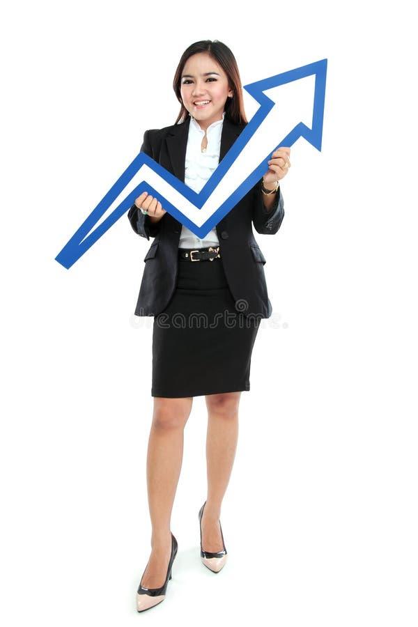 Portrait de la belle femme intégrale tenant le signe de flèche de diagramme images stock