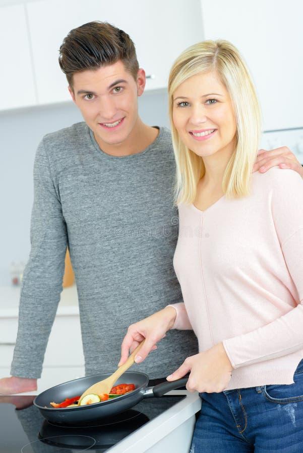 Portrait de la cuisson de couples photo libre de droits