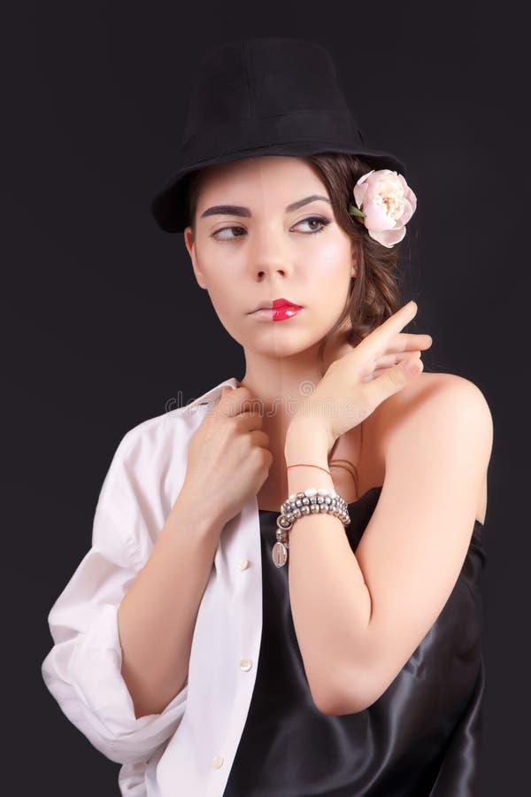Portrait de la femme avec un maquillage théâtral dessus image libre de droits