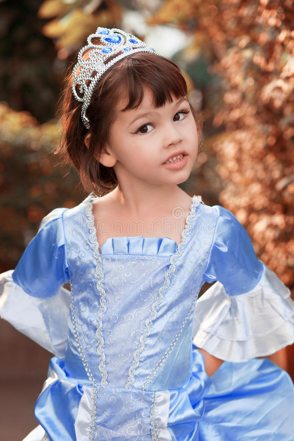 Portrait de la fille asiatique dans le costume de princesse photos libres de droits