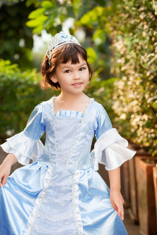 Portrait de la fille asiatique dans le costume de princesse images libres de droits