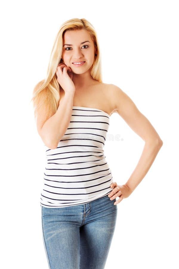 Portrait de la fille attirante d'adolescent souriant, au-dessus du blanc photo libre de droits