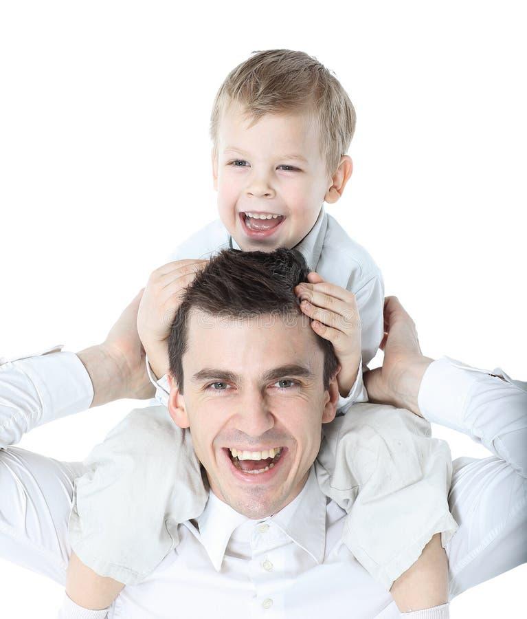 Portrait de la jeune famille heureuse d'isolement sur le blanc photographie stock