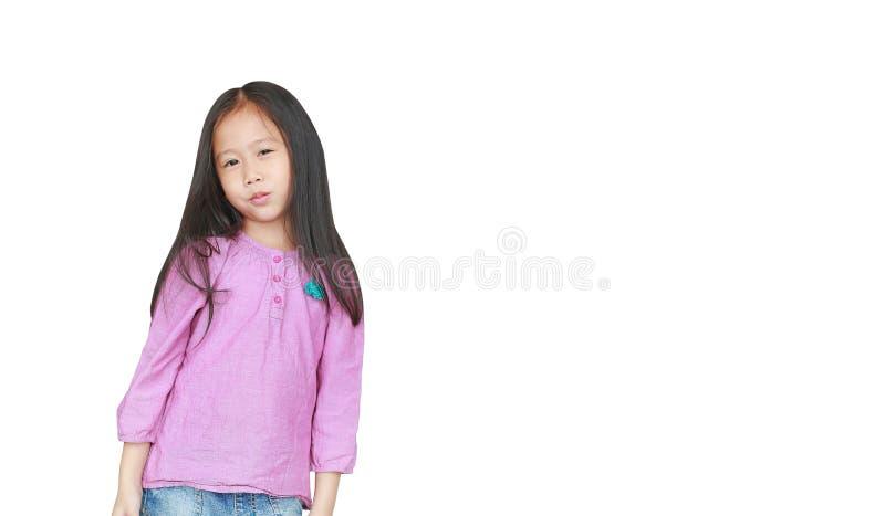 Portrait de la petite fille asiatique heureuse d'enfant d'isolement sur le fond blanc avec l'espace de copie Concept de sourire d photos stock