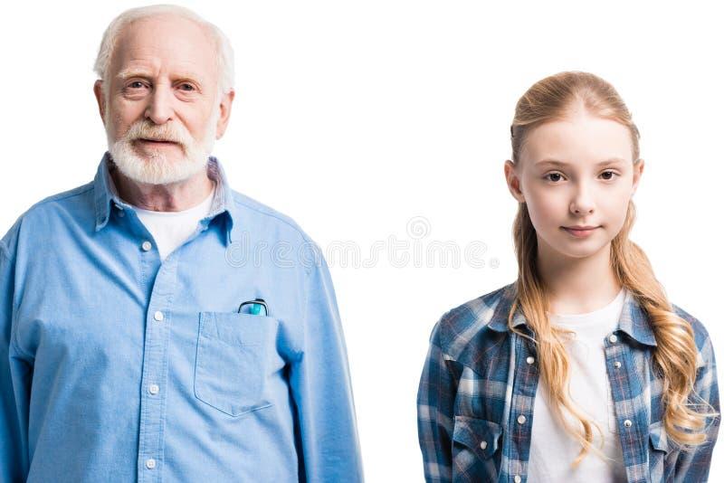 Portrait de la pose de grand-père et de petite-fille photographie stock libre de droits