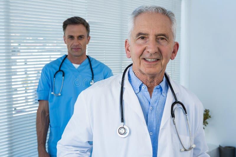 Portrait de médecin et de chirurgien image stock