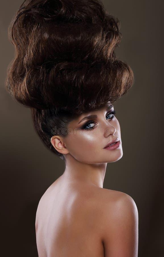 Portrait de Madame fascinante avec Updo images stock