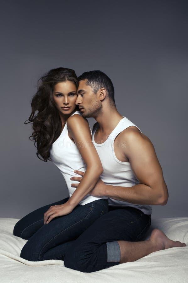 Portrait de mode des amants photo stock