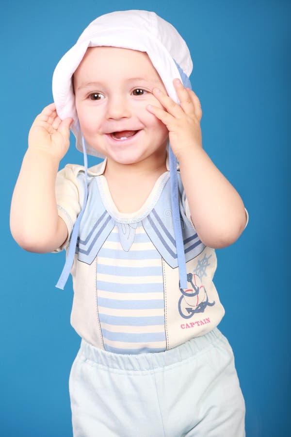 Portrait de petit garçon dans le costume de marin image stock