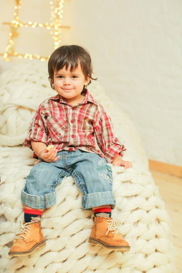 Portrait de petit garçon positif photo libre de droits