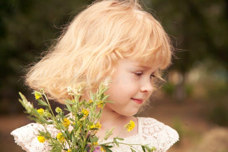 Portrait de petite fille 3 années, photo stock