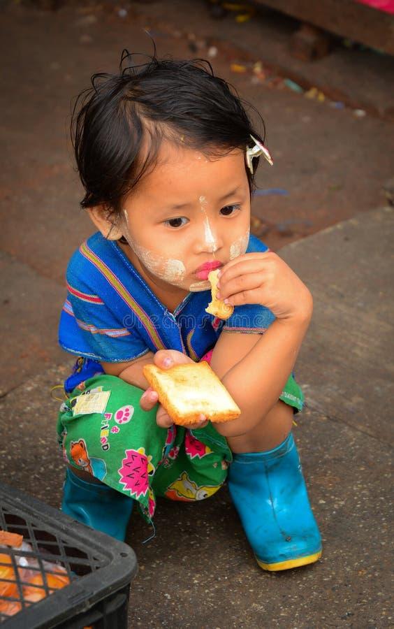 Portrait de petite fille birmanne photo stock