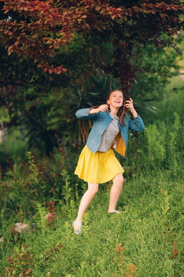 Portrait de petite fille mignonne image libre de droits