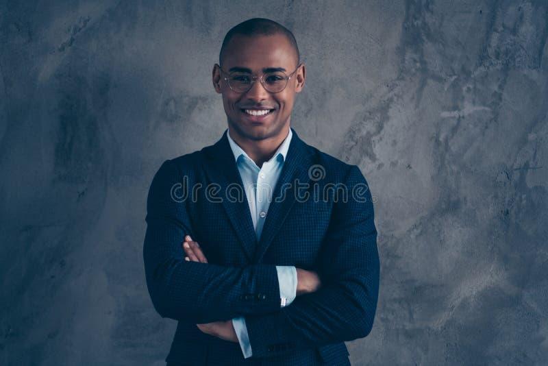 Portrait de photo de plan rapproché de l'entrepreneur intelligent intelligent futé de milliardaire beau de millionnaire partagean photographie stock